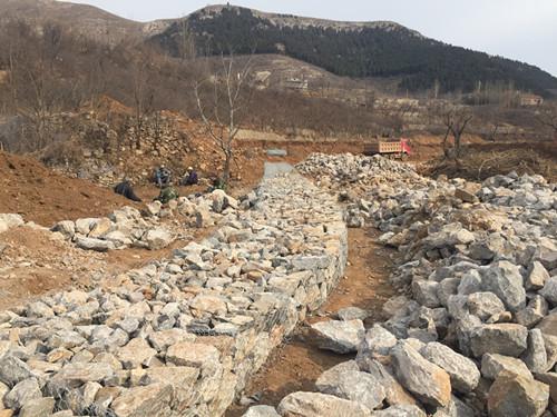 海绵城市兴隆项目石笼挡墙进场施工